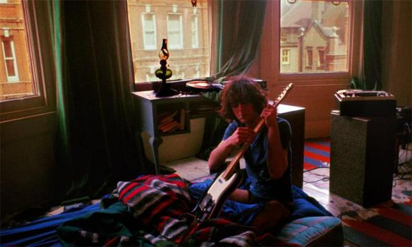 SydBarrettTuningGuitar1969(c)MickRock